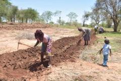 Kenya20308-20309-Community-members-already-preparing-land-for-project